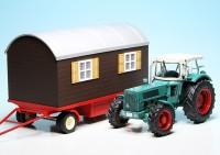 Hanomag Robust 900 Traktor (1967-1969) mit Schaustellerwagen