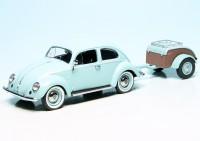 VW Käfer mit Ovali-Fenster und Westfalia-Anhänger