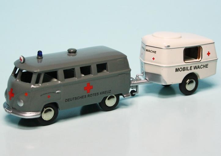 vw t1 bulli bus mit hymer eriba puck wohnwagen deutsches. Black Bedroom Furniture Sets. Home Design Ideas