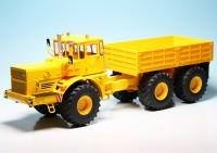 Kirovets K-700 T Knicklenker-Großtraktor mit Pritsche (1975-1992)